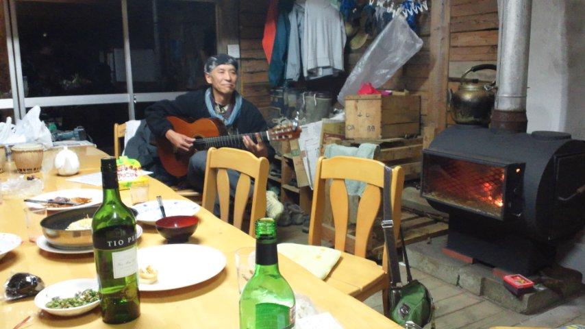 ギターとワインと薪ストーブ