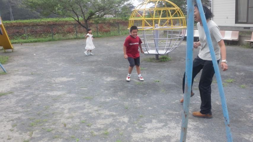 福地でサッカー