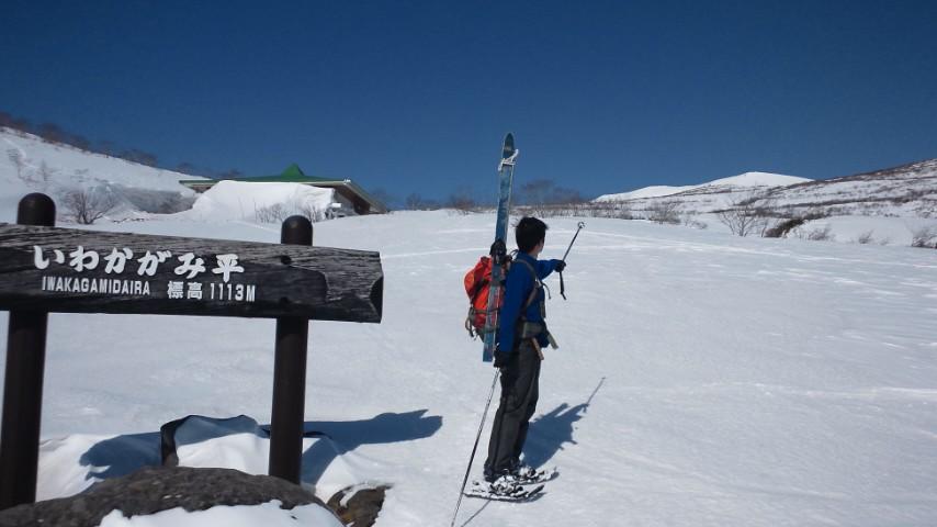 雪の栗駒山